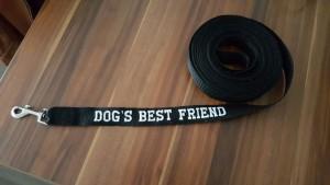 Lange lijn voor het trainen van uw hond